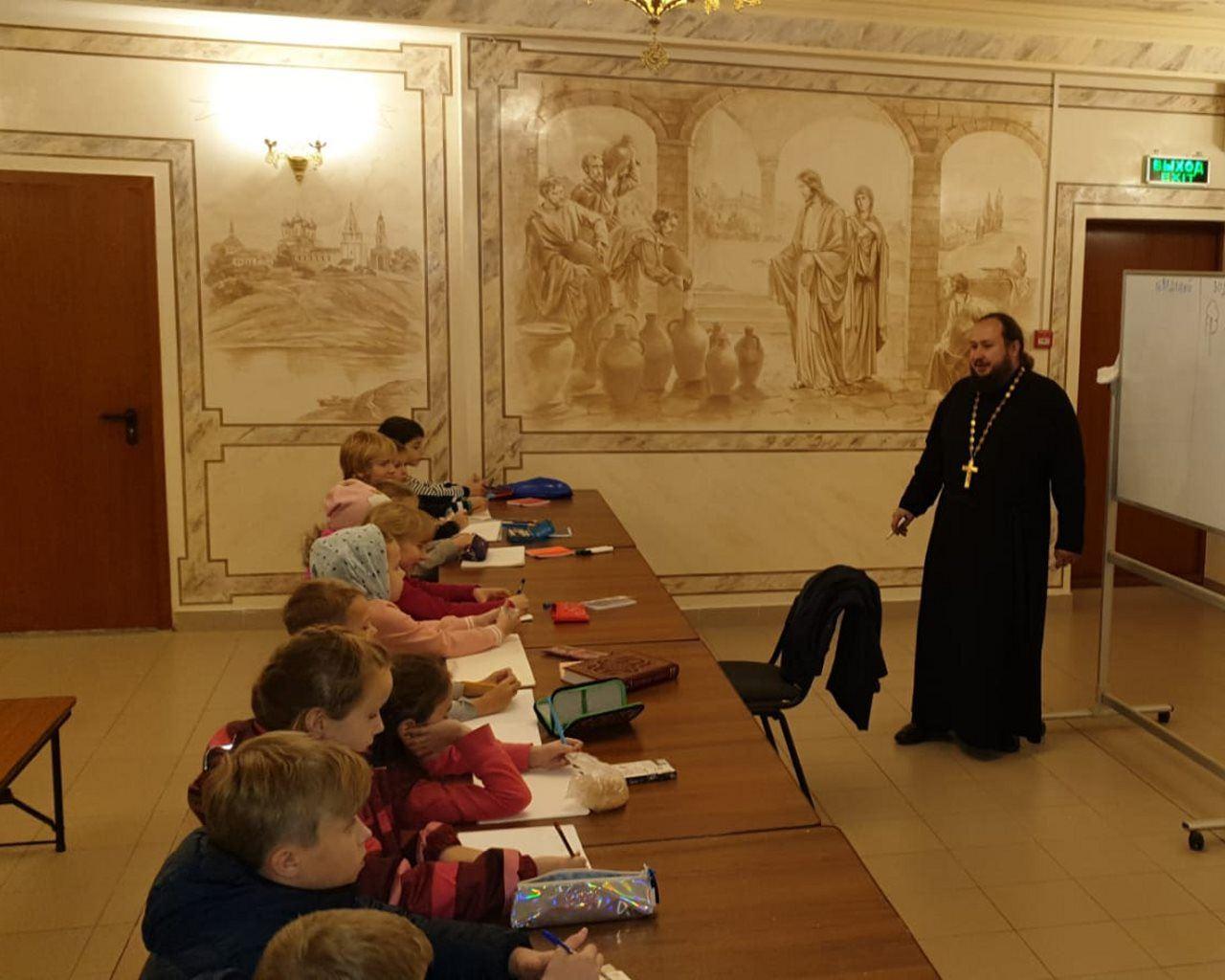 Занятия в воскресной школе храма свт.Иова