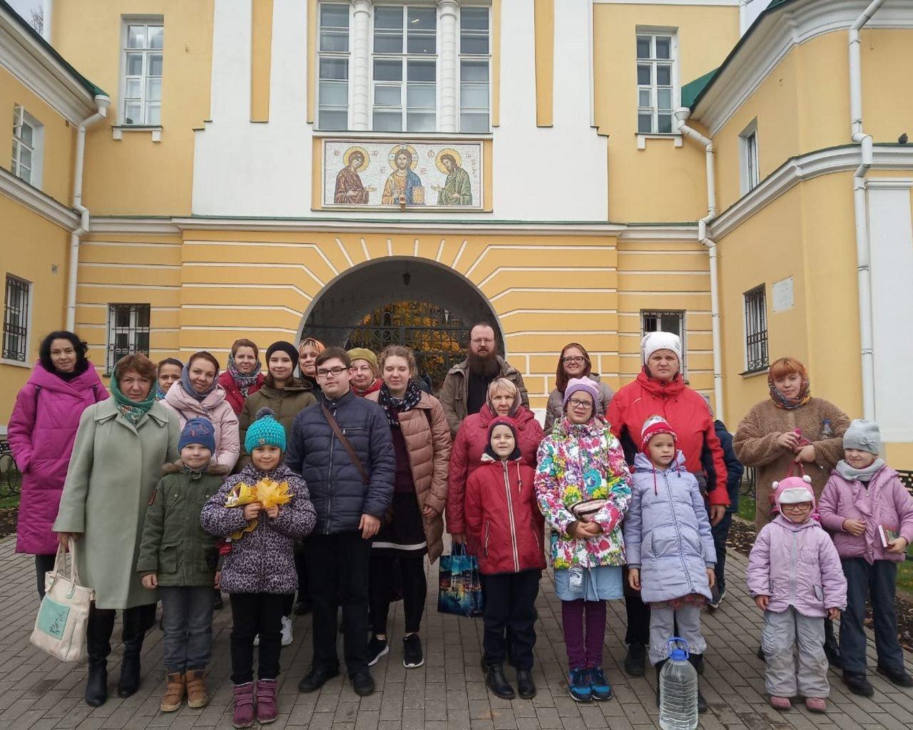 Поездка воспитанников Воскресной школы в Свято-Троицкую Сергиеву Лавру
