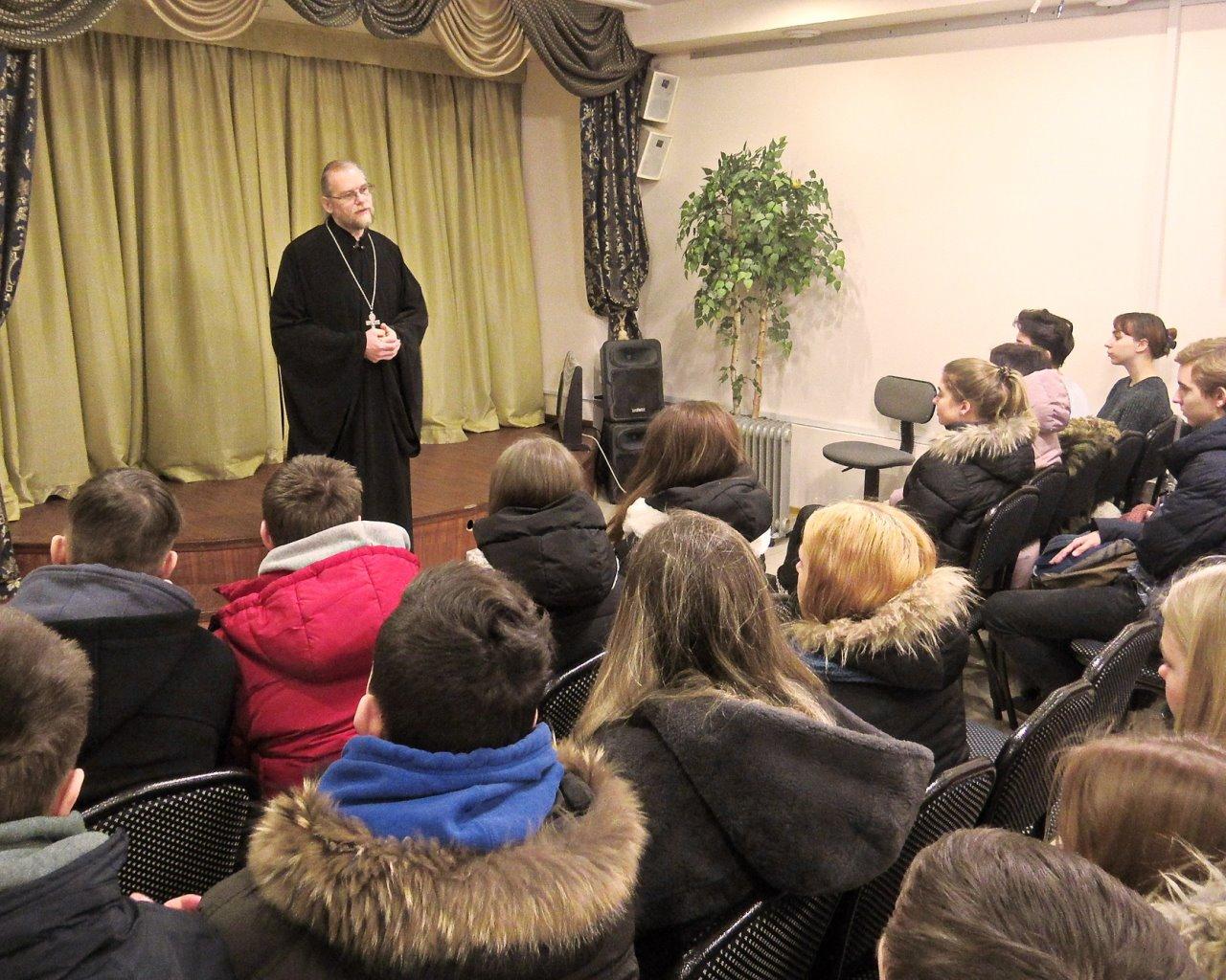 В воскресной школе при Преображенском храме г. Балашихи побывали старшеклассники